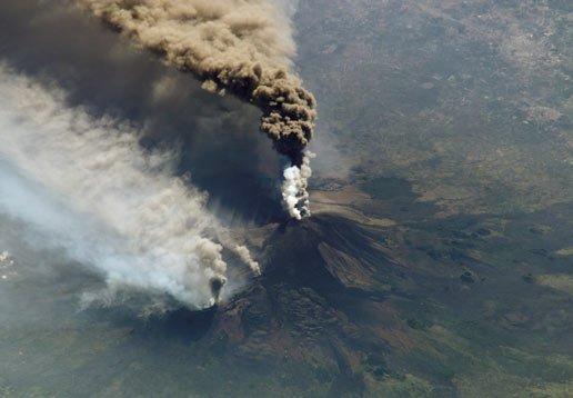 צפו בהתפרצות הר הגעש אטנה בסיציליה