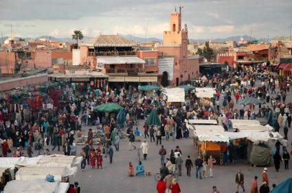 כיכר ג'מע אל פנה במרקש:  פנטזיה מרוקאית