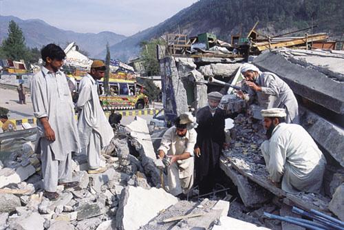 פקיסטן: האדמה עדיין רועדת