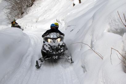 לדהור במרחבים הלבנים – ספארי אופנועי שלג