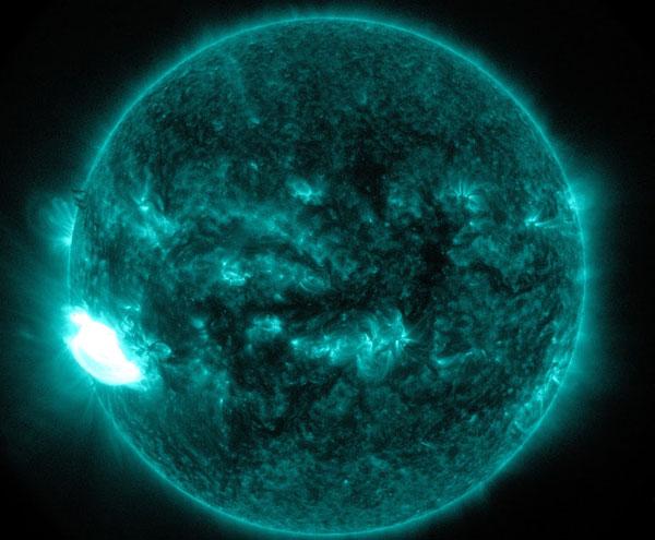 שמש כחולה – התפרצות סולארית יוצאת דופן