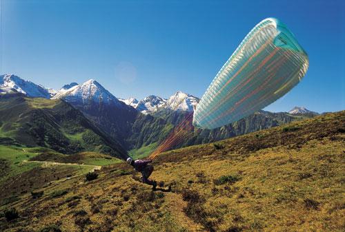 אדרנלין בפירנאים: באוויר, במים ובמעלה ההר