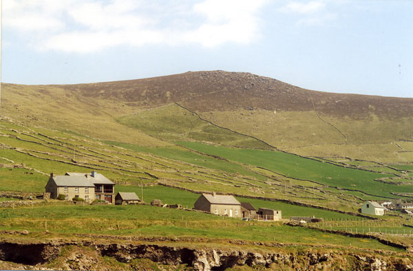 חצי האי דינגל, אירלנד – אבנים מוקפות בים