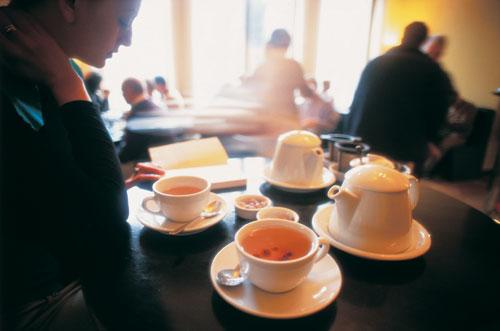 בתי קפה בברלין – שיר הלל