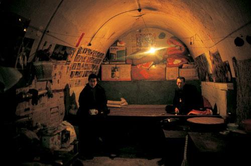 מערות בסין: בתחתית החבית
