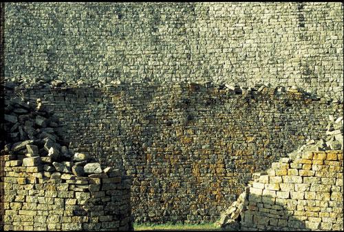 זימבבווה: מבוך בתי האבן הנערצים