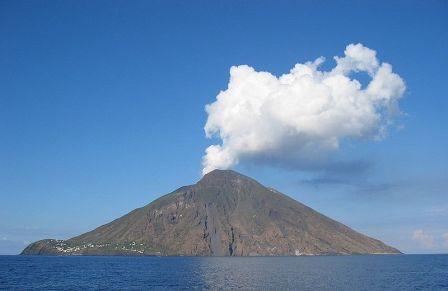 האיים האיאוליים – תיירות הרי געש