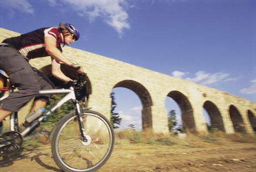 משווייץ לירושלים, באופניים