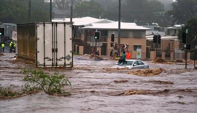 אוסטרליה מוצפת: תושבי בריסבן נמלטים מבתיהם