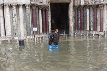 ונציה מוצפת: מפלס המים עלה במטר וחצי