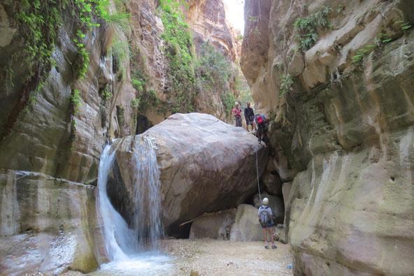ואדי כרך בירדן – בין מצוקים למפלים