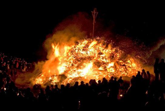 איי פריזיה: חג המדורות בים הצפוני