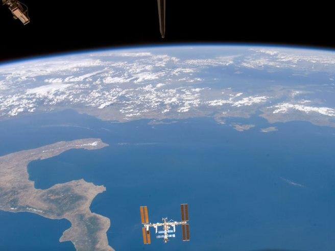 סרטון: כדור הארץ מהחלל: דברים שרואים משם