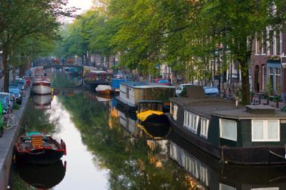 בית סירה באמסטרדם: לישון על המים