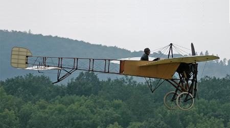 הטיסה הבינלאומית הראשונה