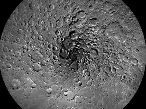 הצד האפל של הירח