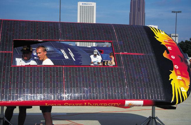 מירוץ מכוניות סולאריות: דודי שמש על גלגלים