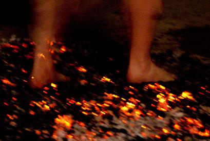 טקס אש בסלוניקי – הולכים על גחלים