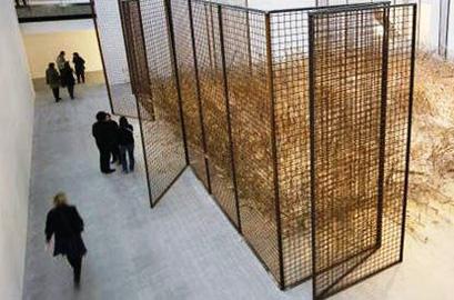 חדש בפריז: גלריה בהאנגר ישן בשדה תעופה