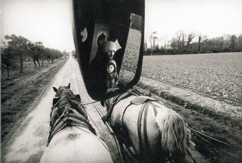 נוודים מודרניים: עגלה עם סוסה