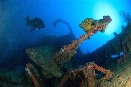ספינות טרופות מרעילות את האוקיינוס?