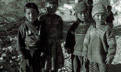 הודו: ילד מת, אישה מוכה