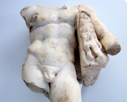 פסל שיש נדיר של הרקולס נחשף בעמק יזרעאל