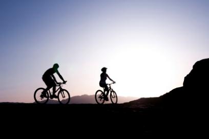 רוכבי אופניים יעזרו בבניית סינגל צוקים בערבה