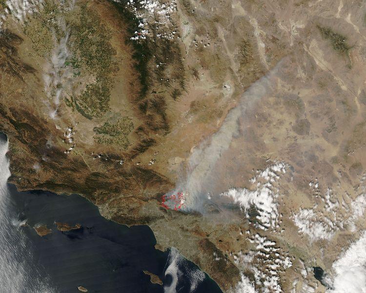 שריפות בקליפורניה: ענן עשן מכסה את לוס אנג'לס