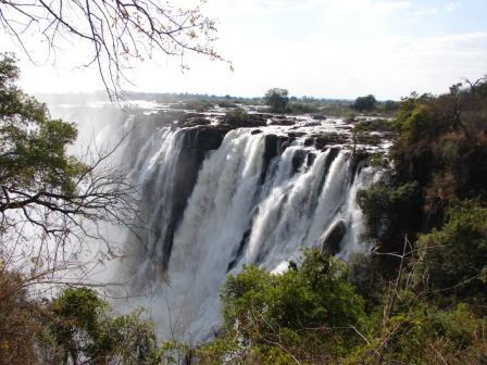 אל מפלי ויקטוריה ונהר הזמבזי