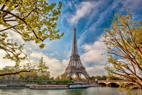 פסח בפריז – חופשה אביבית בעיר האורות