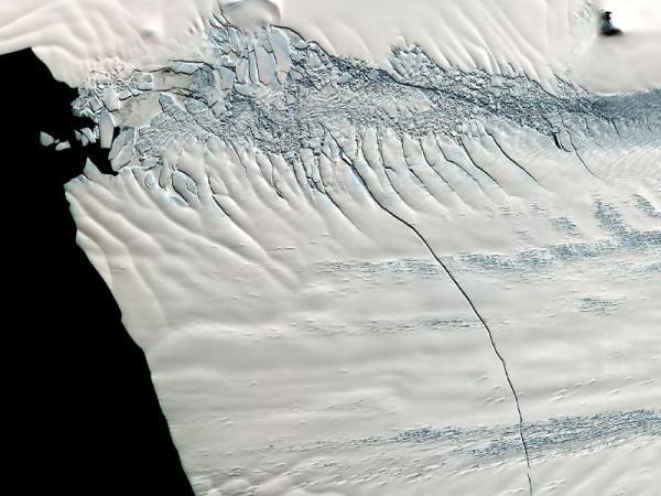 אנטארקטיקה: הקרח נסדק