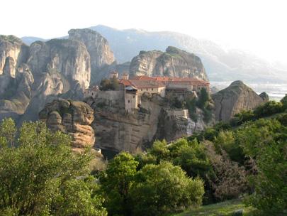 הפתעה יוונית – רכסים אלפיניים, אגמים וטברנות
