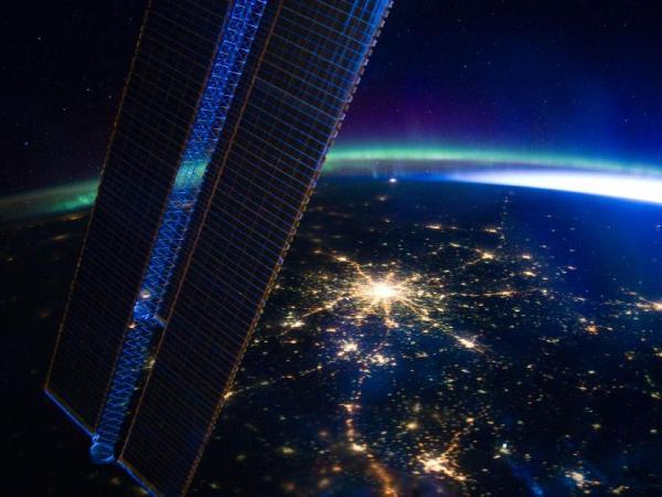 צילום מהחלל: אורות מוסקבה ואורות הצפון