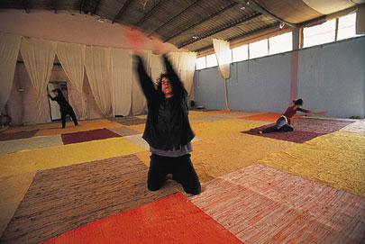 אדמה: רוקדים במדבר