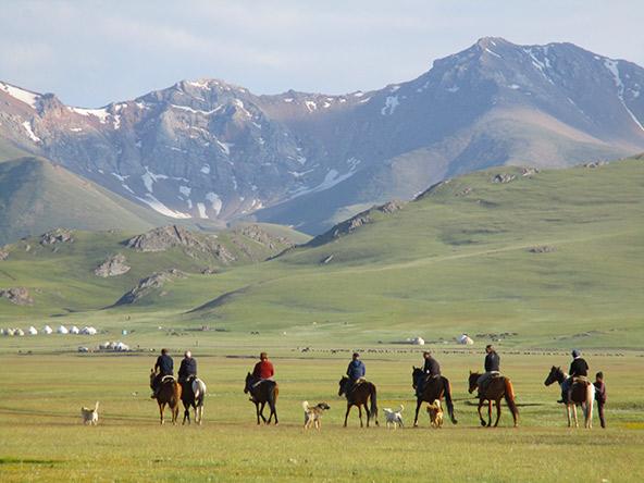 ברגל או על גב סוס, אי אפשר להפסיק להתרגש מהנופים המפעימים של קירגיזסטן | צילום: פלג ספקטור, באדיבות אקו טיולי שטח