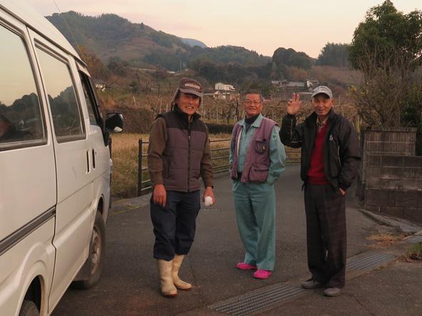 שינגו וחבריו החקלאים בכפר | צילומים בכתבה: סתיו קמינסקי