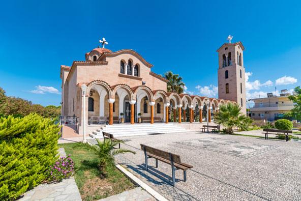 כנסייה יוונית אורתודוקסית בעיירה פליראקי