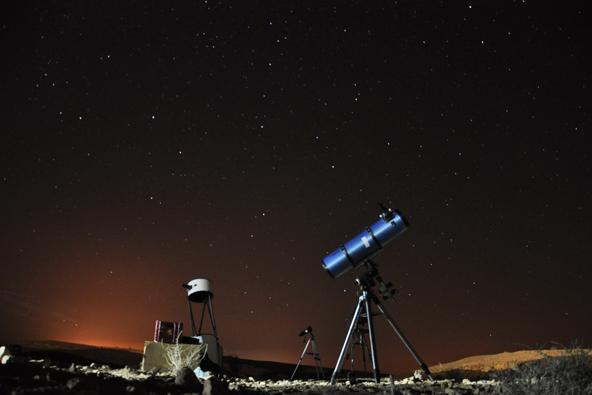 קיץ במצפה רמון: כוכבים בשמי המדבר