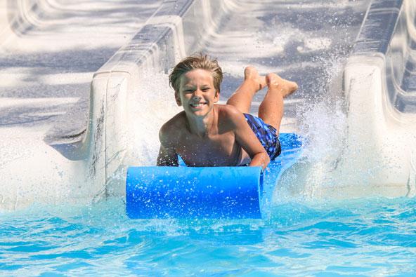 פארק המים ליד פליראקי. כיף גדול ביום קיץ חם