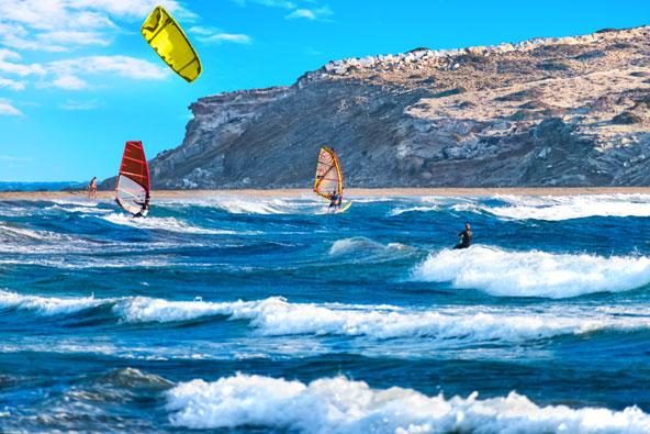 ברבים מחופי האי תוכלו ליהנות מפעילויות של ספורט ימי, כמו גלישת רוח וקייט סרפינג
