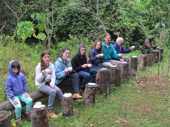 הפסקת תה, למה לטייל עם קבוצה של זרים כשאפשר לטייל ביעדים מדהימים בחברת המשפחה?