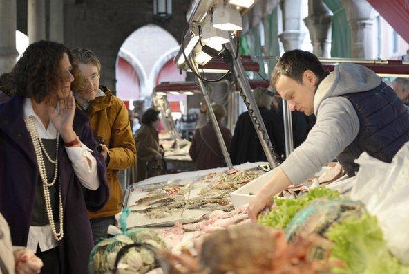 בסדנאות של אנריקה רוקה לומדים לבחור דגים בשוק ריאלטו