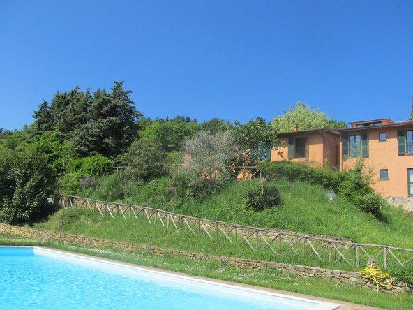 Let's Cook in Italy. בין ארוחה לארוחה אפשר ליהנות מטיולים בטבע ומרחצה בבריכה של החווה
