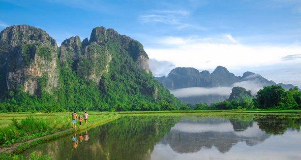 נוף טיפוסי בוואנג ויאנג בלאוס