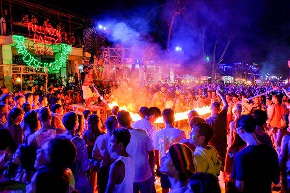 מסיבת פול מון בתאילנד. היזהרו מכייסים | צילום: PinntoSlothbear / Shutterstock.com