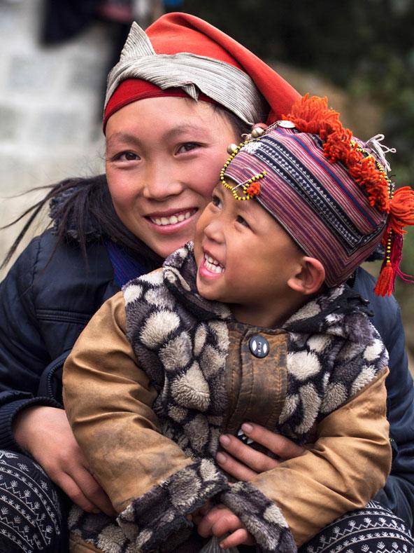 אם ובנה משבט המונג בצפון וייטנאם