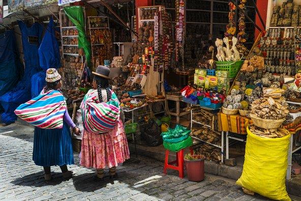 מקומיות בלבוש מסורתי בלה פאס בירת בוליביה | צילום: Peek Creative Collective / Shutterstock.com