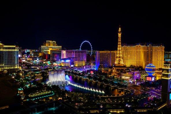 המלונות בסטריפ של לאס וגאס מתחרים על תשומת לב המבקרים באמצעות אטרקציות מושכות