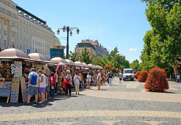 יריד מזכרות בכיכר העיר העתיקה